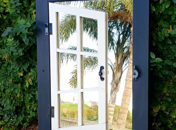 Single shutter black and white mirror window